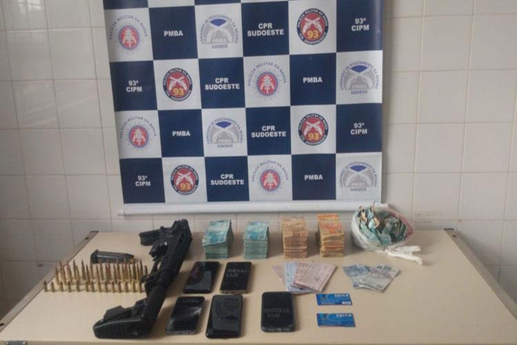 Três suspeitos de atuarem em ataques a bancos são presos em operação da PM no sudoeste da Bahia