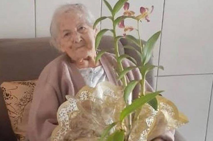 Idosa de 94 anos com diabetes, hipertensão e câncer é curada do novo coronavírus