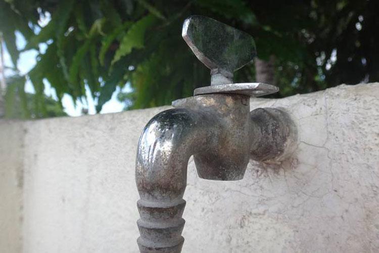 Brumado: Moradores reclamam de irregularidades no abastecimento de água