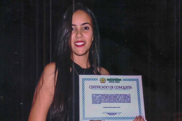 Paramirim: Prefeitura premia melhor aluna de 2018 com um salário mínimo pelos próximos três anos