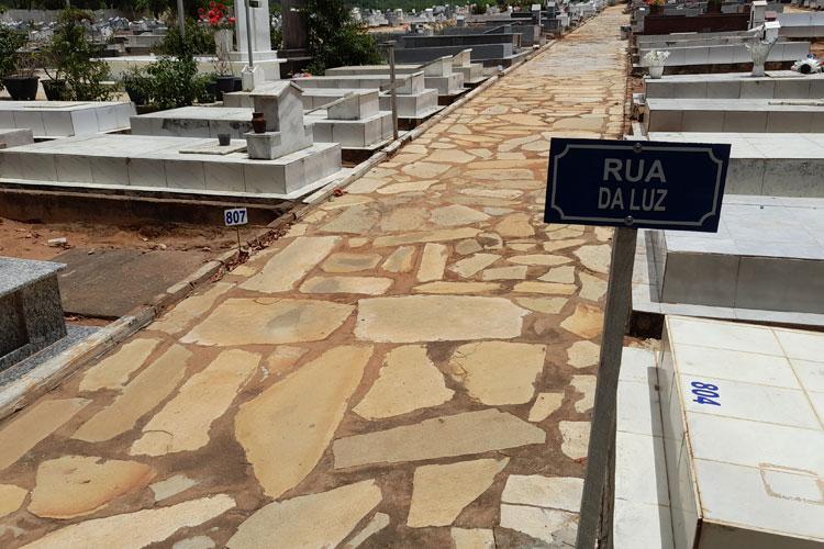 Brumado: Cemitério é organizado com identificação de ruas e números nos sepulcros