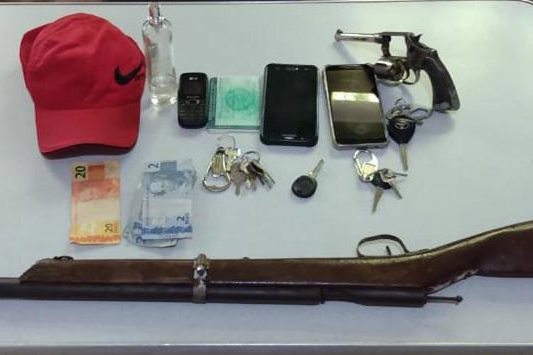 PM de Igaporã prende elementos e armas de fogo no centro da cidade