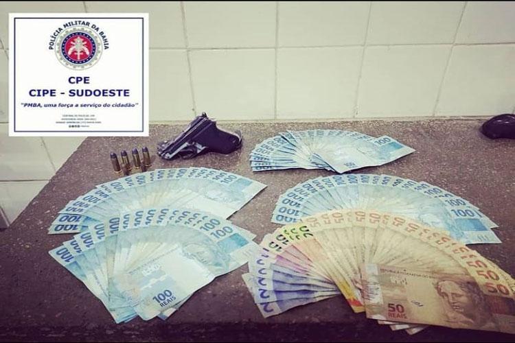 Homem é preso com arma de fogo e R$ 8,5 mil na zona rural de Aracatu