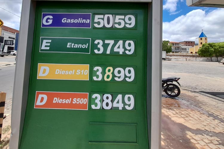 Preço da gasolina é reajustado acima de R$ 5,00 e gera reclamações dos consumidores em Brumado