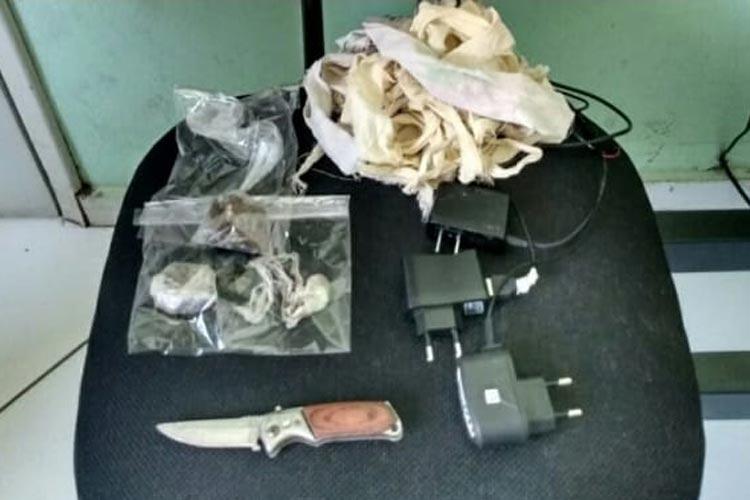 Palmas de Monte Alto: Cipe Sudoeste apreende drogas e demais objetos em celas da delegacia