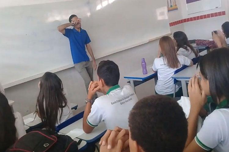 Alunos fazem rifa para ajudar professor que está há dois meses sem receber no interior do Ceará