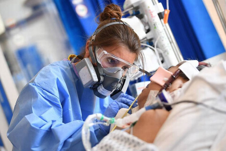 No Brasil, 2 a cada 3 pacientes entubados morreram de Covid-19