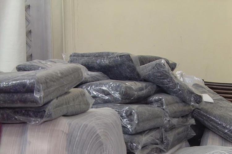 PM da Bahia recebe roupas, sapatos e cobertores para doar a necessitados