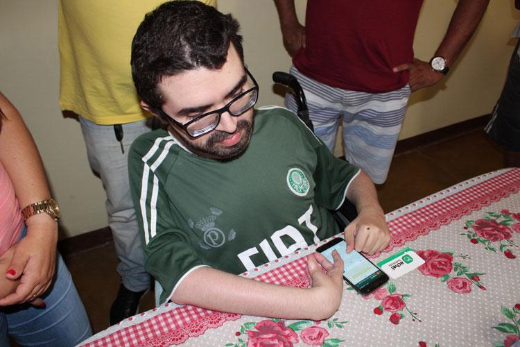 Blogueiro com doença degenerativa dá exemplo de superação e bom humor na cidade de Dom Basílio