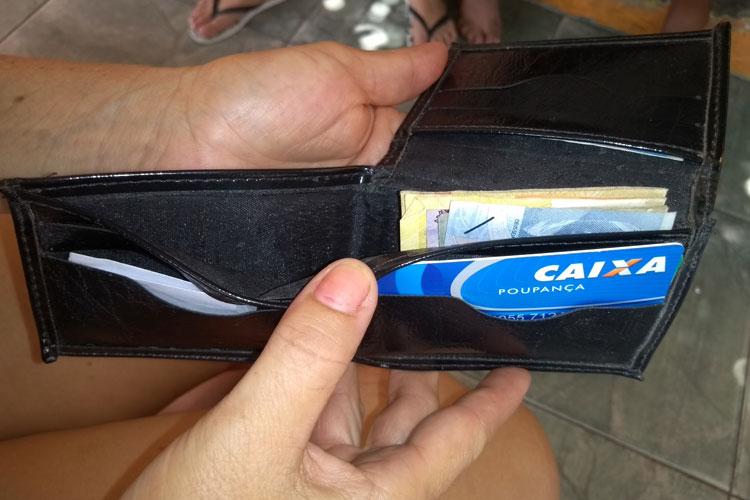 Brumado: Dona de casa acha carteira com dinheiro e procura dono para devolver