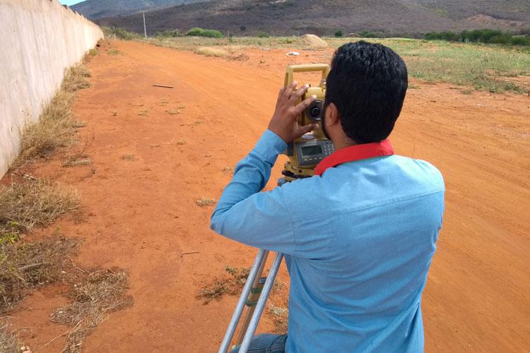 Brumado: Realizada topografia para construção de muro na área destinada à policlínica regional