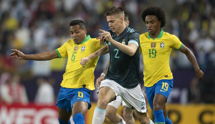 Brasil joga mal e perde amistoso para Argentina