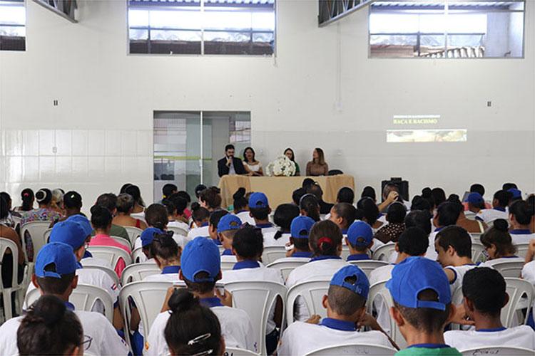 DPE lança cartilha sobre abordagem policial no Colégio Idalina Azevedo Lobo em Brumado