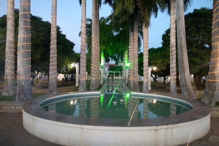 Brumado: Comunidade sugere investimento e criatividade na iluminação natalina