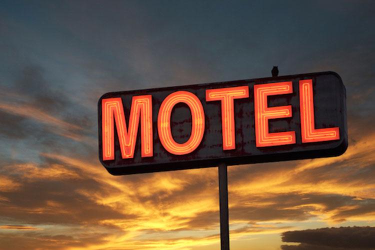 Mulher é presa em motel com amante e filha de dois anos em Guanambi