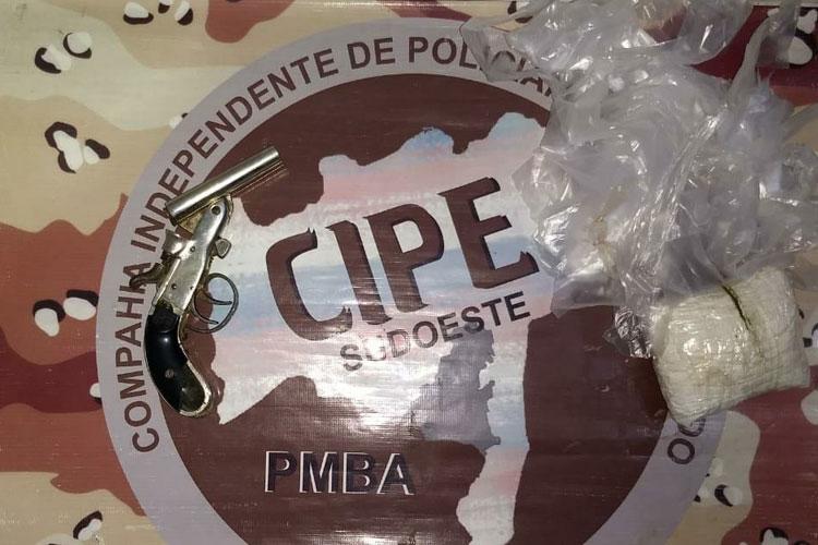 Homem é preso com arma e drogas na zona rural de Paramirim