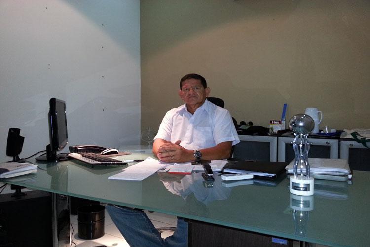 São João: Prefeito de Caculé antecipa 100% dos salários dos servidores públicos municipais