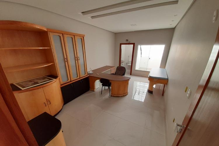 Aluga-se sala comercial no centro da cidade de Brumado