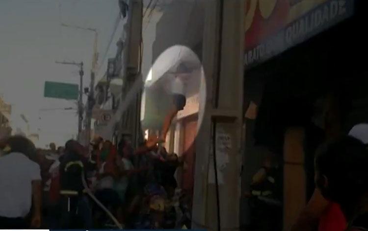 Mulher se joga de prédio para escapar de incêndio em Senhor do Bonfim