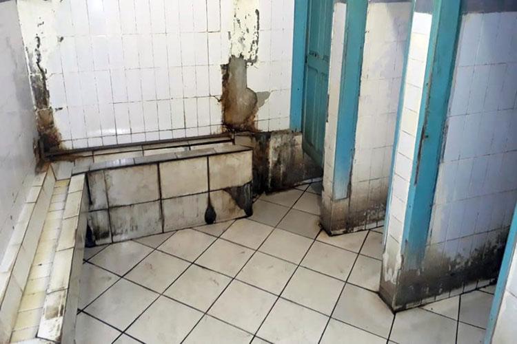Prefeito autoriza reforma dos sanitários do Mercado Municipal de Brumado