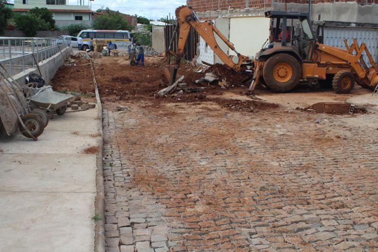 Brumado: Casa invadida pela água da chuva é demolida para conclusão de urbanização no São José