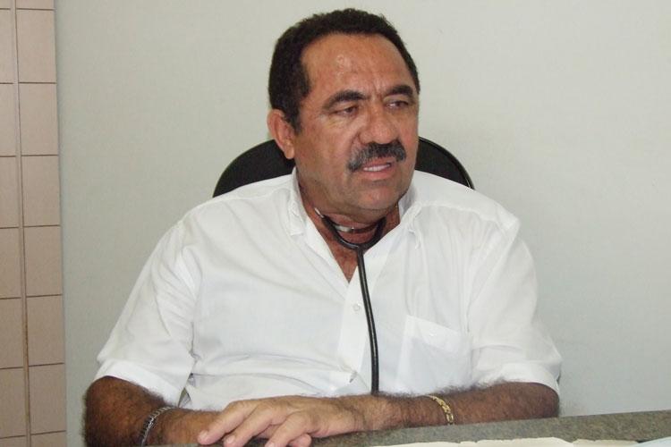 Brumado: 7 dias após tomar 2ª dose da Coronavac, médico Marlúcio Abreu é internado na UTI com Covid-19