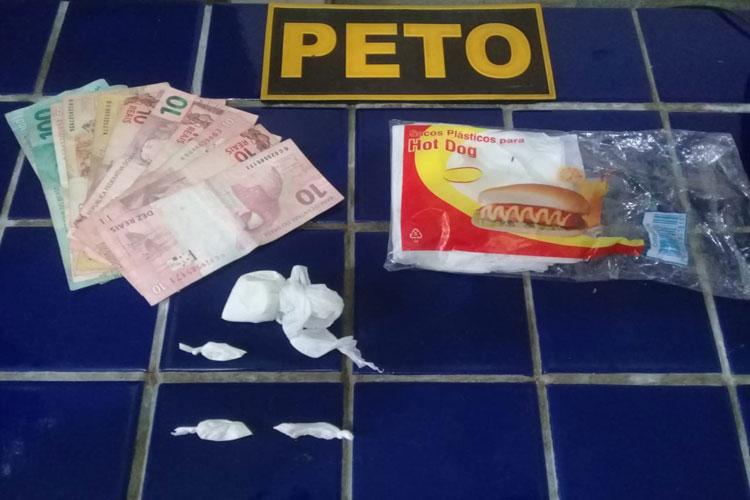 Brumado: Jovens são detidos em bar na Vila Presidente Vargas suspeitos de traficar drogas