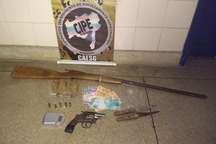 Indivíduo é preso por tráfico de drogas e posse ilegal de arma de fogo em Barra da Estiva