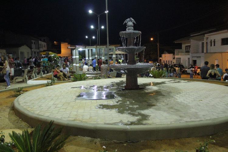 Brumado: Prefeito inaugura praça e anuncia retorno do programa institucional de rádio