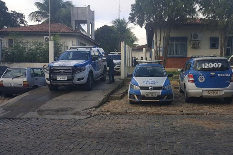 Brumado: Polícia prende dupla suspeita de tentar matar jovem com cinco tiros na Urbis II