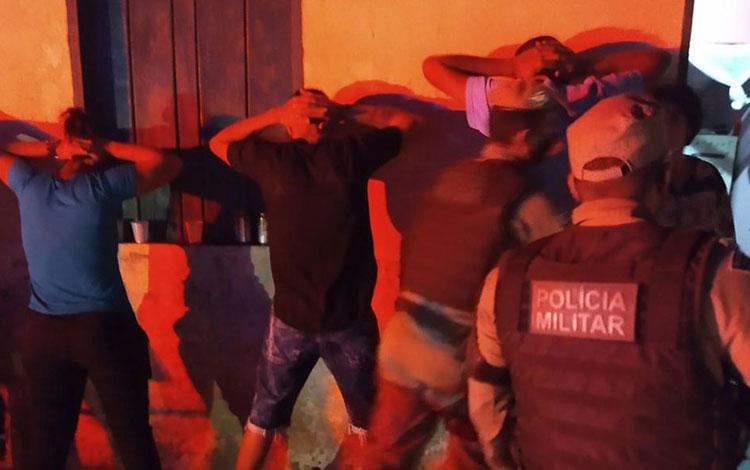 Homem é preso em festa clandestina com aglomeração, som e bebidas alcoólicas no sudoeste da Bahia