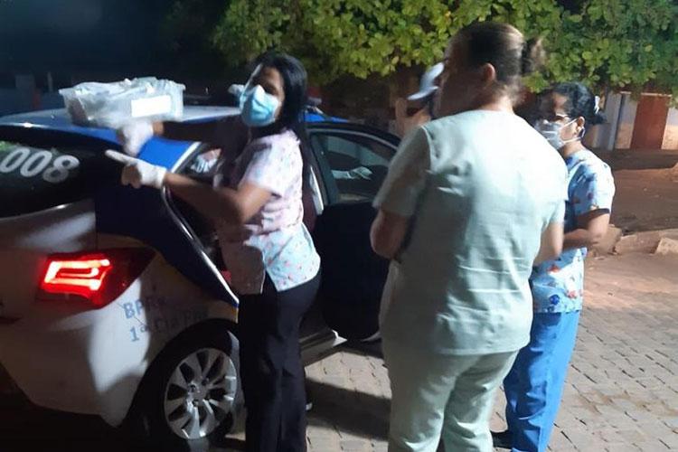 Mulher dá à luz dentro de viatura da PM na porta de unidade de saúde em Porto Seguro