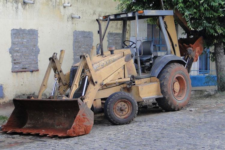Sem fiscalização, máquinas pesadas circulam livremente nas ruas de Brumado