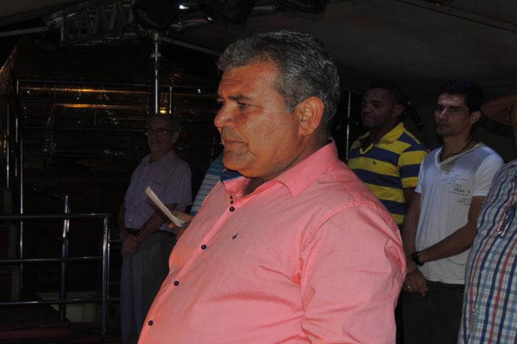 TCM aplica multa no prefeito de Contendas do Sincorá por acumulação ilegal de cargos públicos
