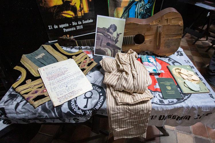 Fã e amigo de Raul Seixas guarda 5 mil objetos pessoais do 'pai do rock brasileiro'