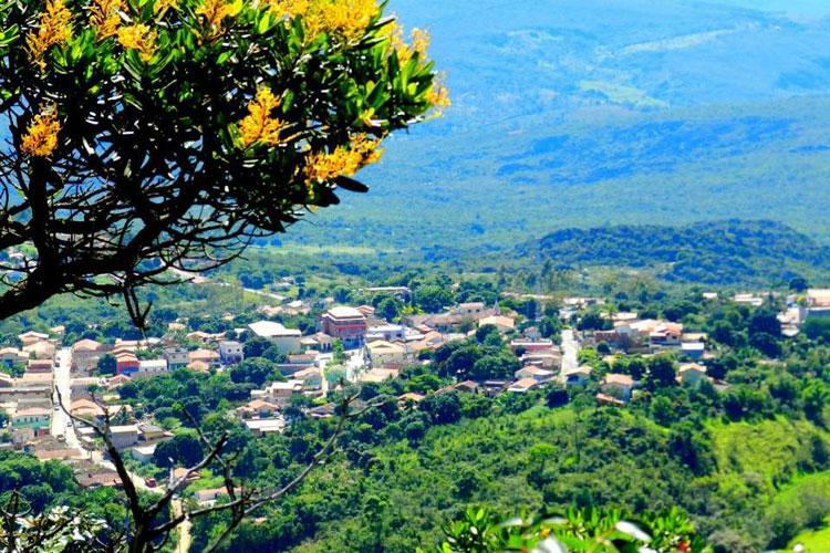 Surto de Covid-19 faz cidade de Minas Gerais se trancar e decretar emergência