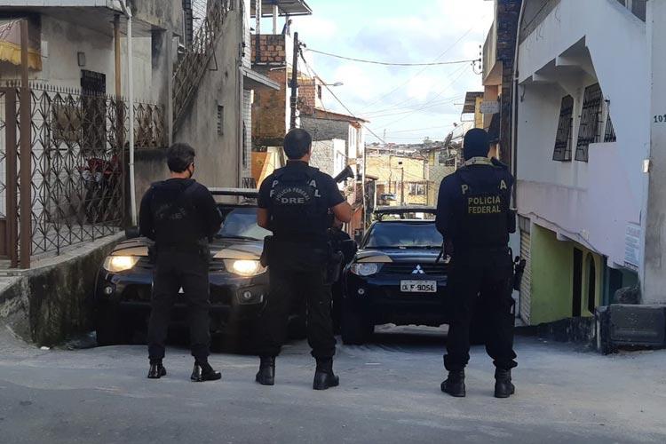 Polícia Federal prende três pessoas suspeitas de tráfico internacional de drogas na Bahia