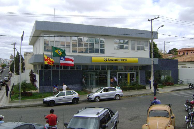 Com o fim do horário de verão agências bancárias retomam horário normal de atendimento em Brumado