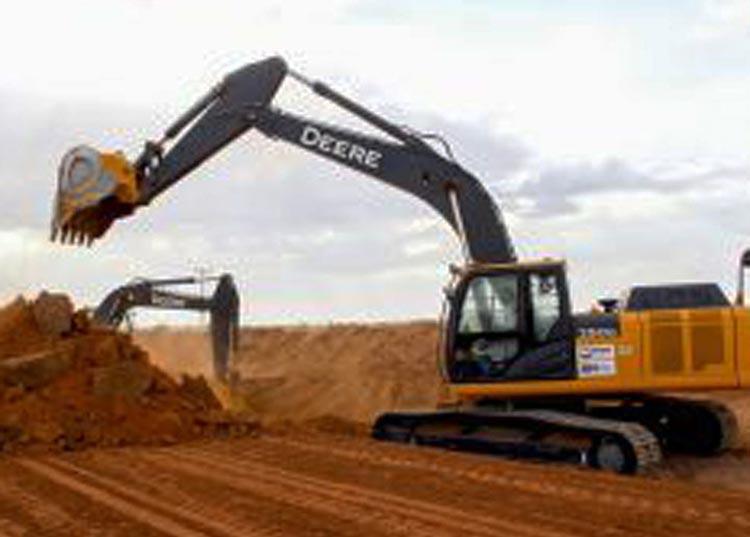 Produtores rurais recuperam 500 km de estradas na região oeste do estado
