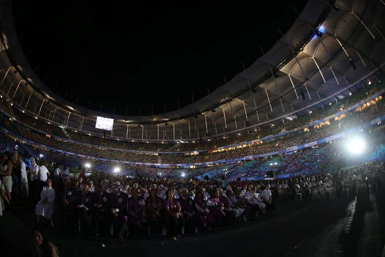 1ª missa a Santa Dulce dos Pobres reúne 49 mil pessoas na Arena Fonte Nova em Salvador