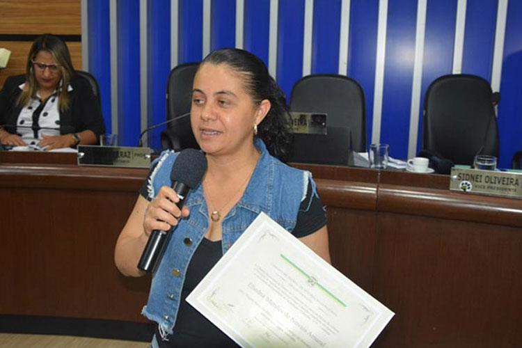 Câmara de Conquista homenageia professora brumadense devido a projeto de preservação do meio ambiente