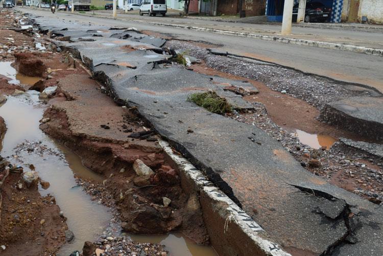 Tempestade de 105 mm causa estragos em Brumado