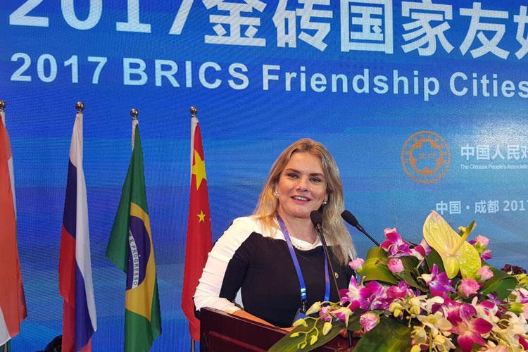 Deputada Ivana Bastos discursa pelo Brasil na IX Conferência dos BRICS na China