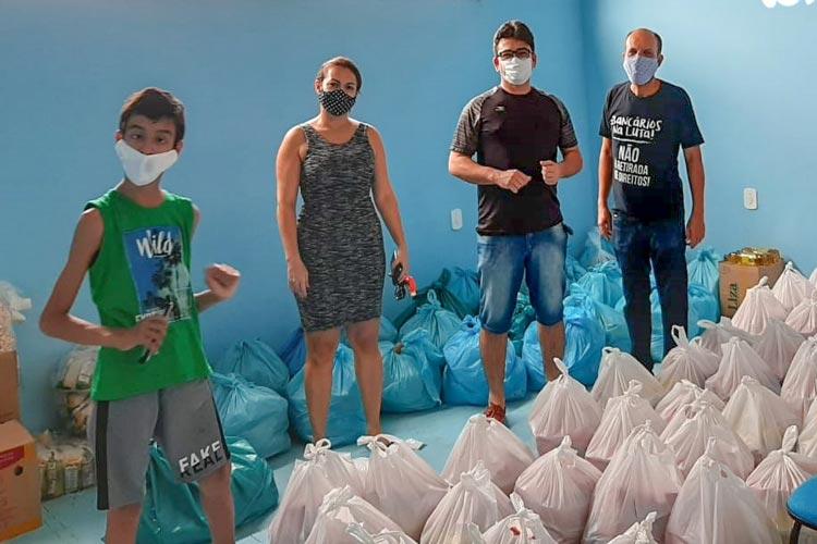 Brumado: Bancários doam 60 cestas básicas a Sociedade Espírita Albino Viana