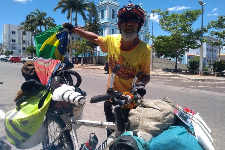 De passagem por Brumado, ciclista do Rio Grande do Sul pedala em gratidão a Deus após obter cura