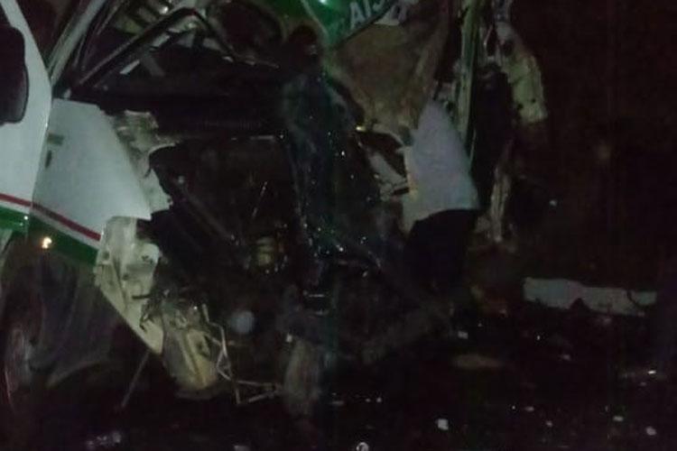 BA-026: Acidente com ambulância de Brumado deixa uma pessoa morta e três feridas em Maracás