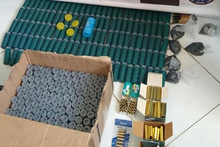 Tanhaçu: Cipe Central e PM apreendem munições e pólvora para arma de fogo
