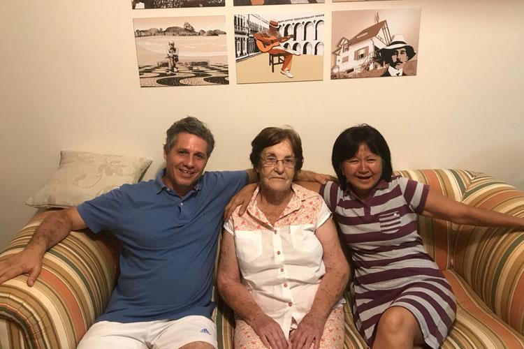 Professora brumadense recebe deputado federal paulista em Guarajuba