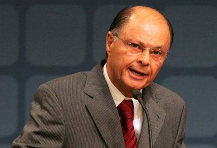 Juiz anula passaporte diplomático para Edir Macedo
