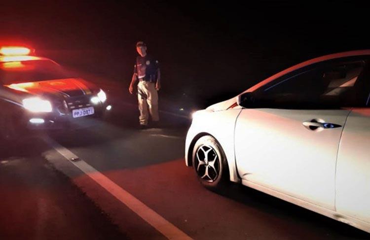 BR-101: Embriagado, homem é flagrado dormindo dentro de automóvel no sul da Bahia